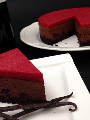 Vörösborban sült meggyes csokoládé mousse torta