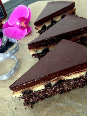 Nyers és vegán marcipános brownie aszalt szilvával_Paleo