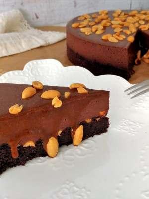 Brownie tejcsokoládémousse sós karamell földimogyoró