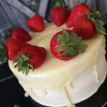 Epres pezsgős fehércsoki torta